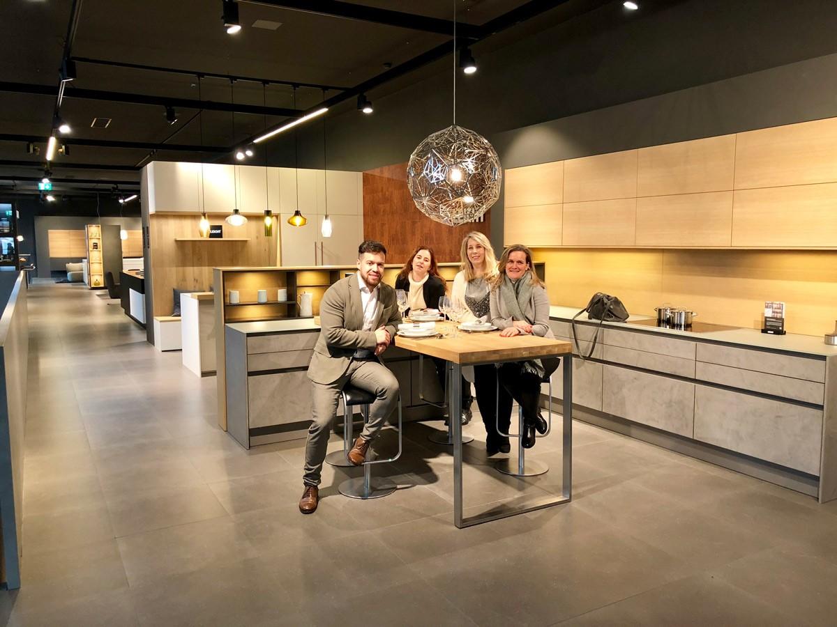 Leicht Recibe Al Equipo De Zelari De Nuzzi En Su Impresionante  # Muebles Cocina Zelari Nuzzi